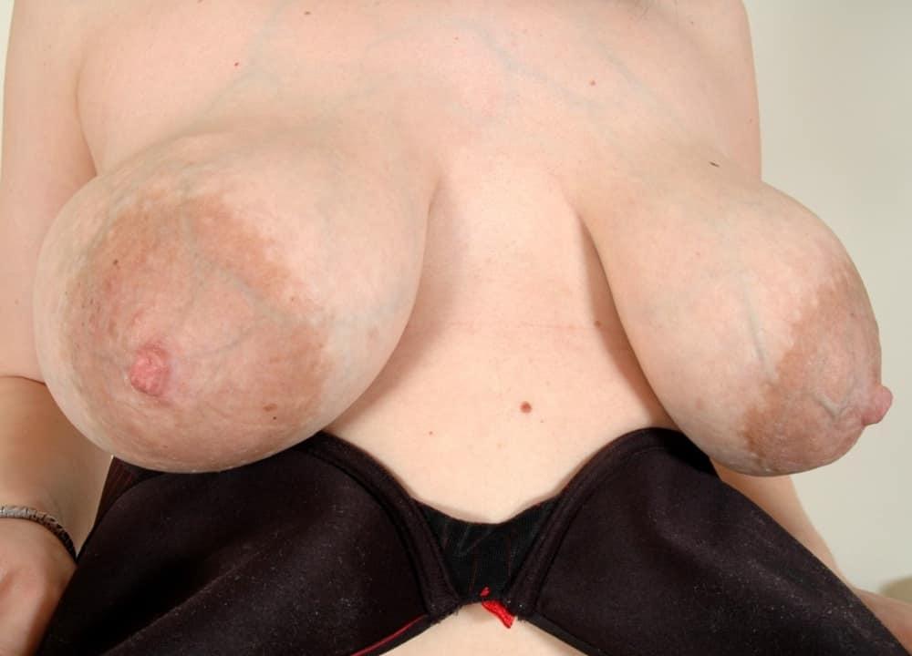 Фото старуха с огромными сосками