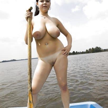 vollbusig auf dem See