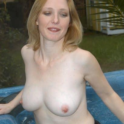 kleine brust im pool