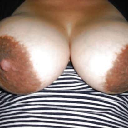 große titten mit dunklen nippeln