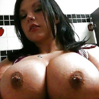 Brustwarzen mit piercing