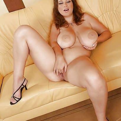 Dicke Hupen auf der couch