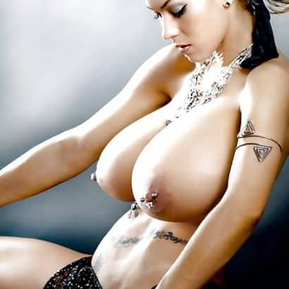 Monstertitten und Brustpiercing