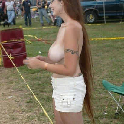 Brustbilder auf einem Festival
