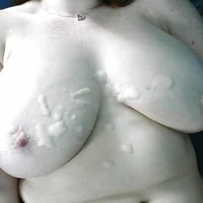 Frisches Sperma auf den Titten