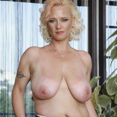 Milf Bilder von Brüsten