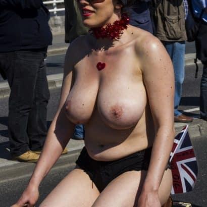 dicke Bilder von Brüsten