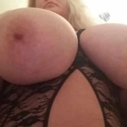 schöne Brustwarzen Blondine