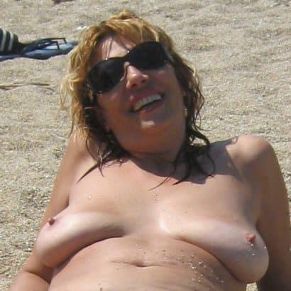 Hängebrüste am Strand