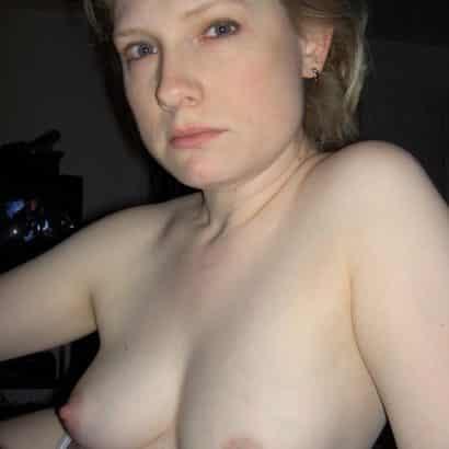 Amateur hat kleine Brüste