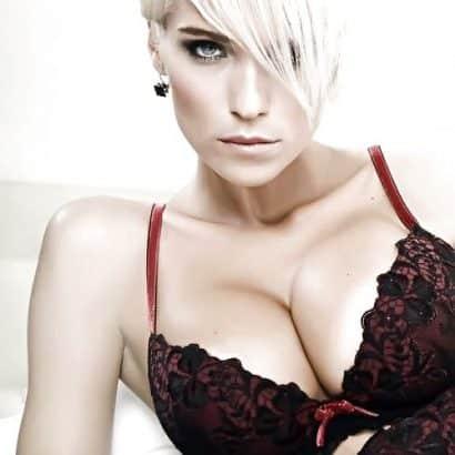 Blonde Silikon Titten