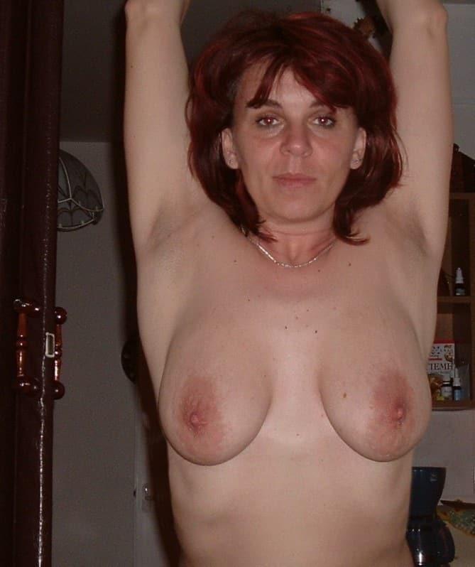 mütter mit kleinen brüsten nackt