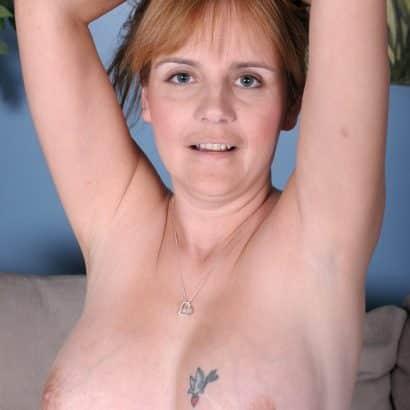 Rothaarige und kleine Brüste
