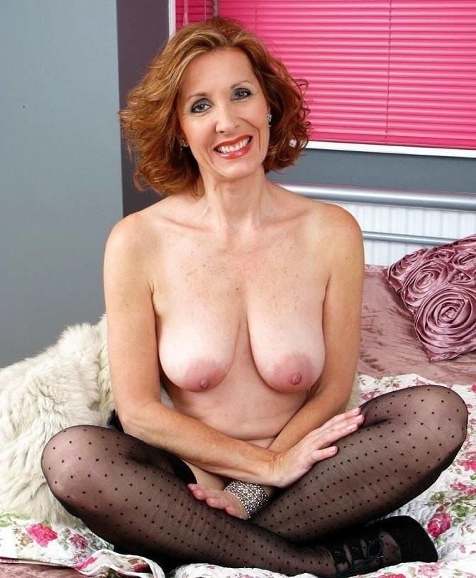 ältere frauen mit grossen brüsten