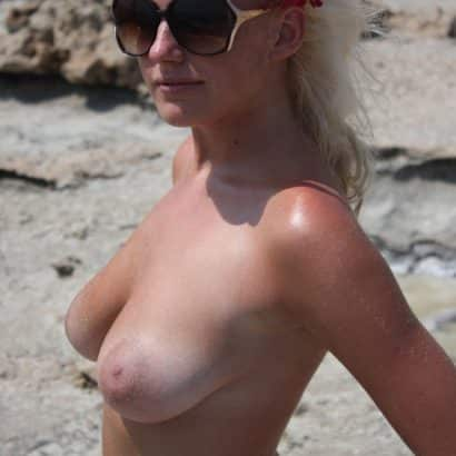 Blondine zeigt Titten
