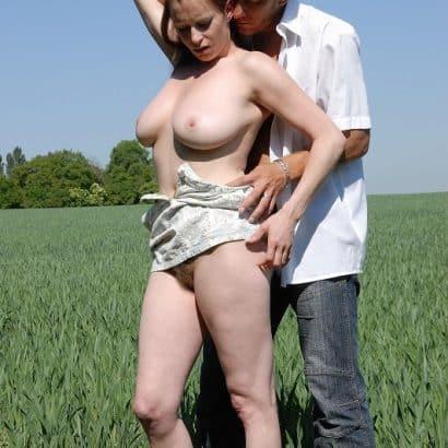 Brüste auf dem Feld