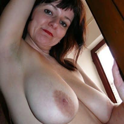 Mutti zeigt Brüste
