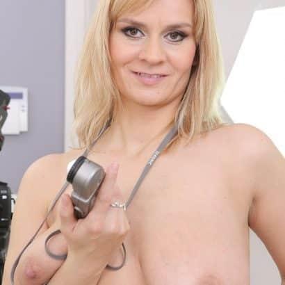 Blonde Frau Nackte Titten