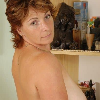 Dicke Oma Brüste zeigen