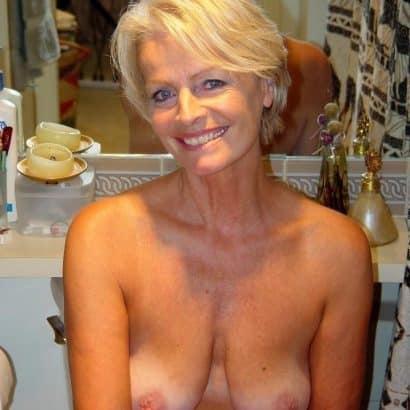 Omas Brüste zeigen