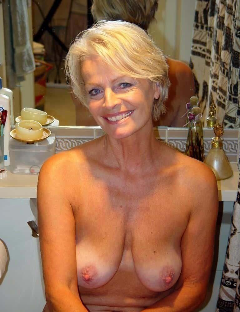 Frauen Zeigen Ihre Brüste