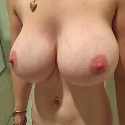 Perfekte Titten mit Adern