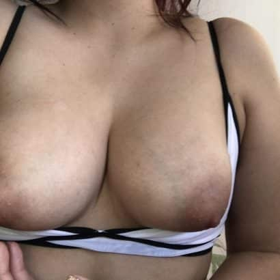 Perfekte Brüste fallen raus