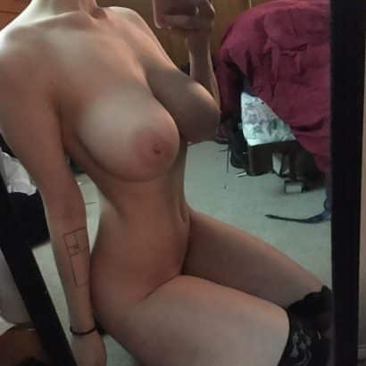 Perfekte Brüste nackt