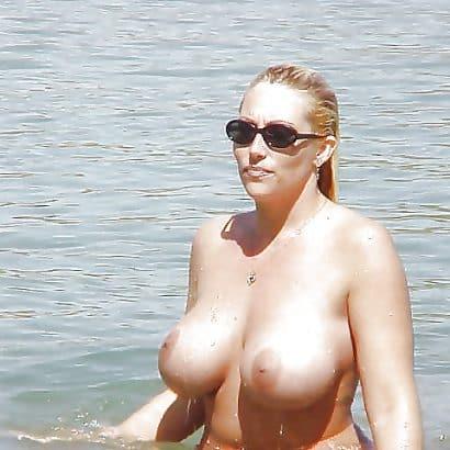 Brüste aus Silikon im Wasser
