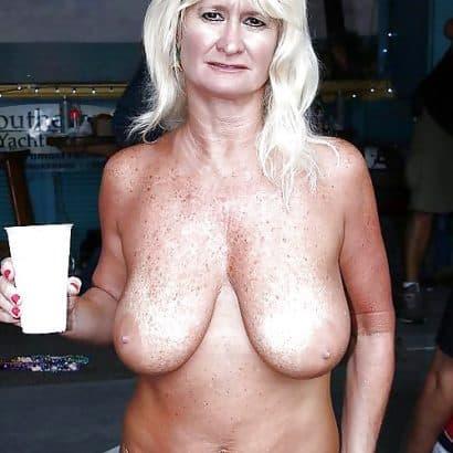 Alte Oma Titten