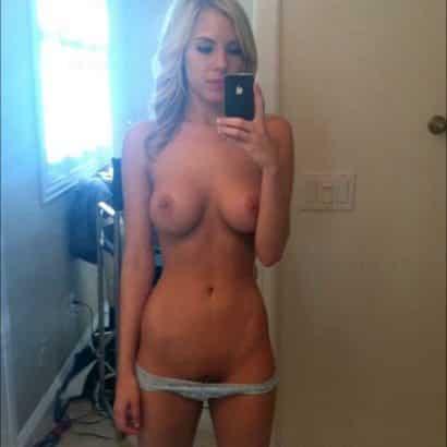 Kleine Brüste Spiegelselfie