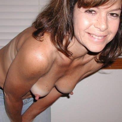 Kleine Brüste lange Nippel