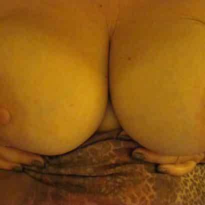 Brustwarzen zeigen
