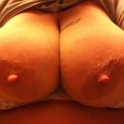 Große Brustwarzen