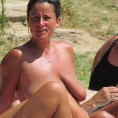 Hängede Titten in der Sonne