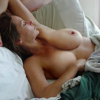 Silikon Titten im Bett