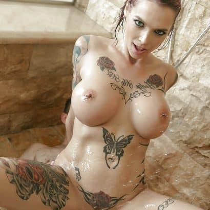 Fette Titten mit Tattoos