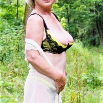 Alte Titten im Wald