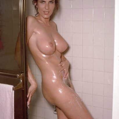Alte Titten in der Dusche