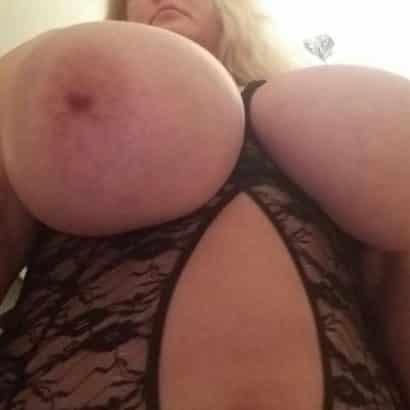 Riesen Nippel zeigen