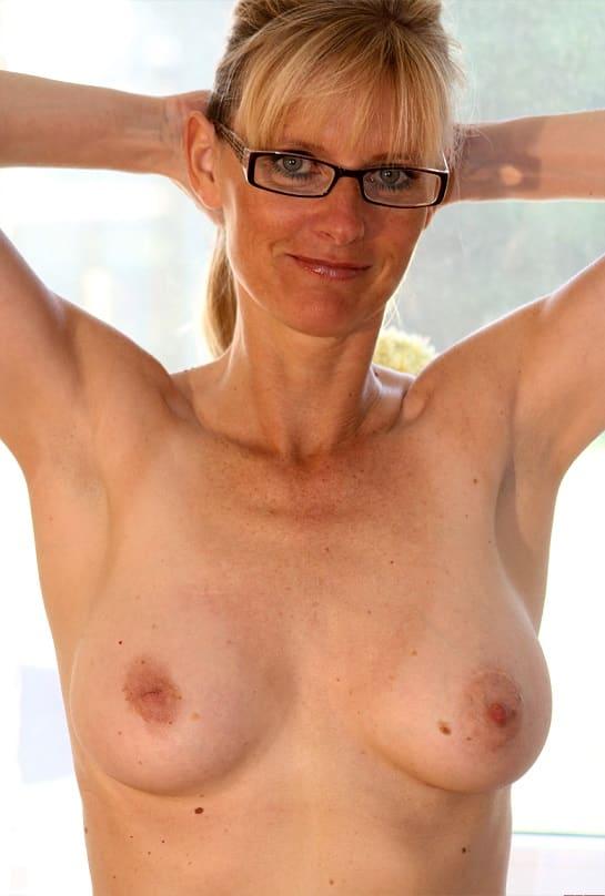 Brüste milf kleine Kleine Titten