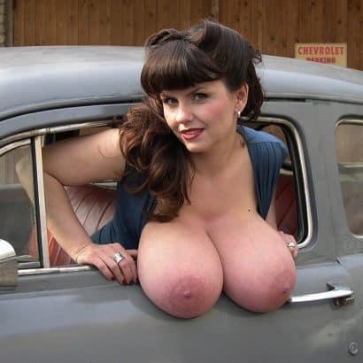 Hängeeuter hängen aus dem Auto