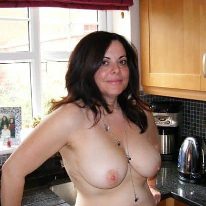 große titten in der küche