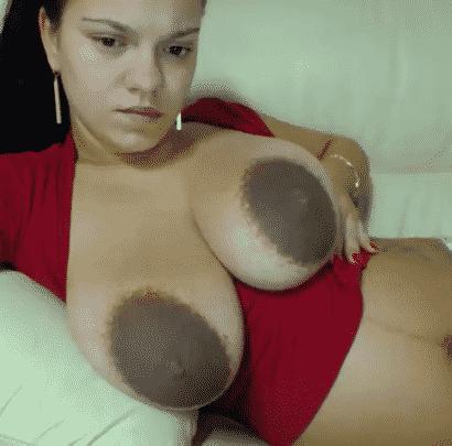Brustwarzen sind ganz dunkel