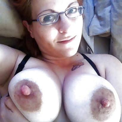 große Brustwarzen mit harten Nippeln