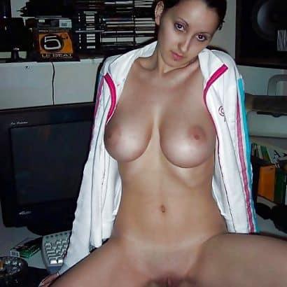Teen zeigt Brustbilder