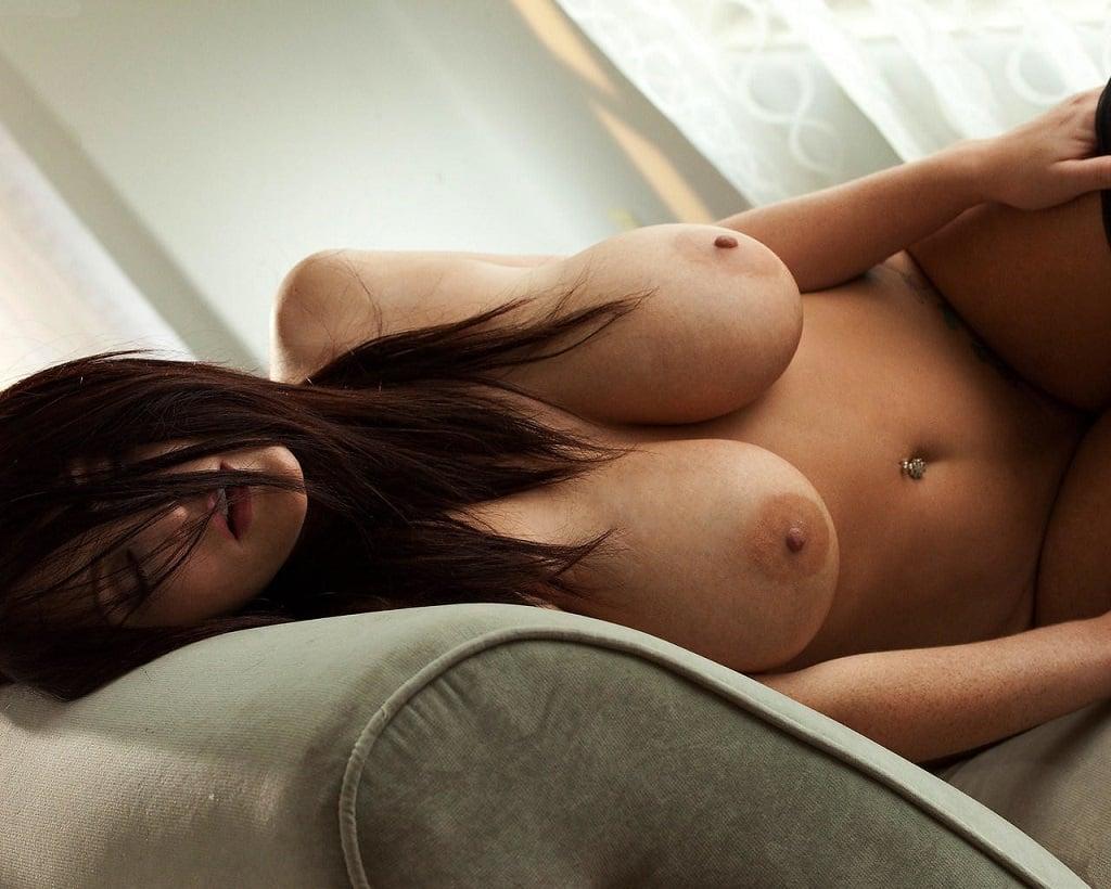 busty woman nude sleeping