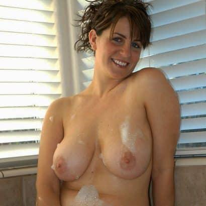Dicke Naturtitten beim baden