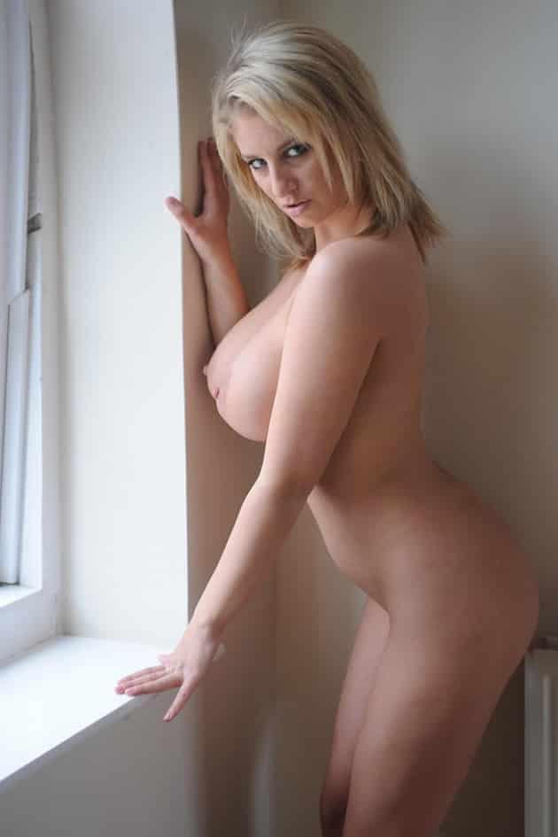 Busen nackt große Große Brüste