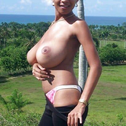 Fake Brüste Latina